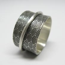 Water Pattern Spinner Ring