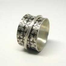 Modern Floral Spinner Ring