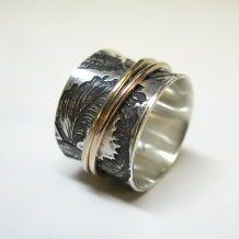 Feathers Spinner Ring with gold spinners