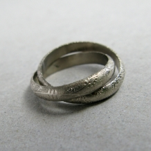 White Gold Paisley Rolling Ring